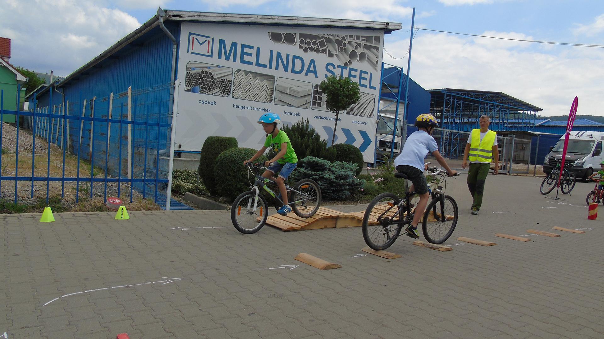 Melinda csaladi nap biciklisek